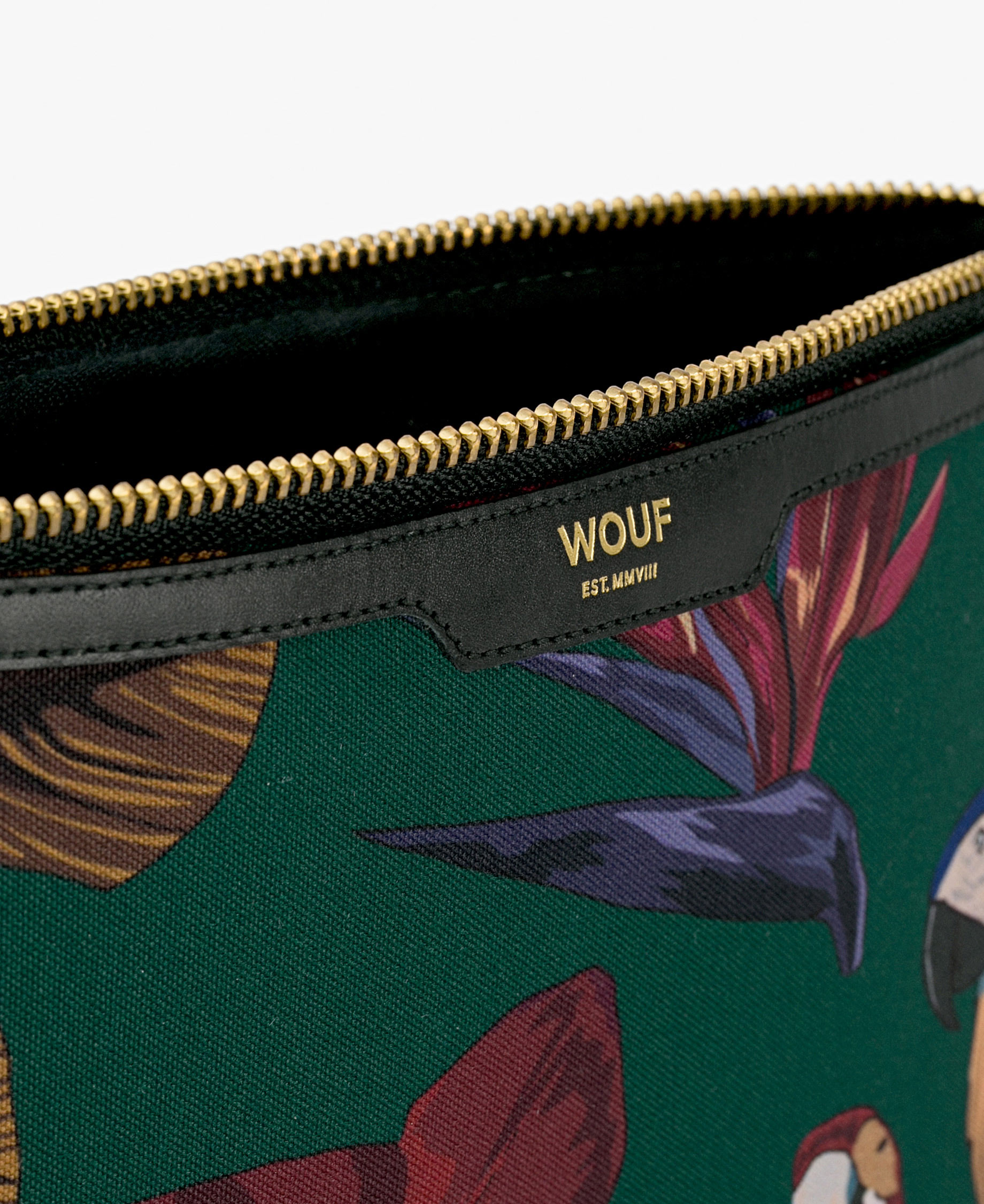 ipad case with golden zipper and leather details