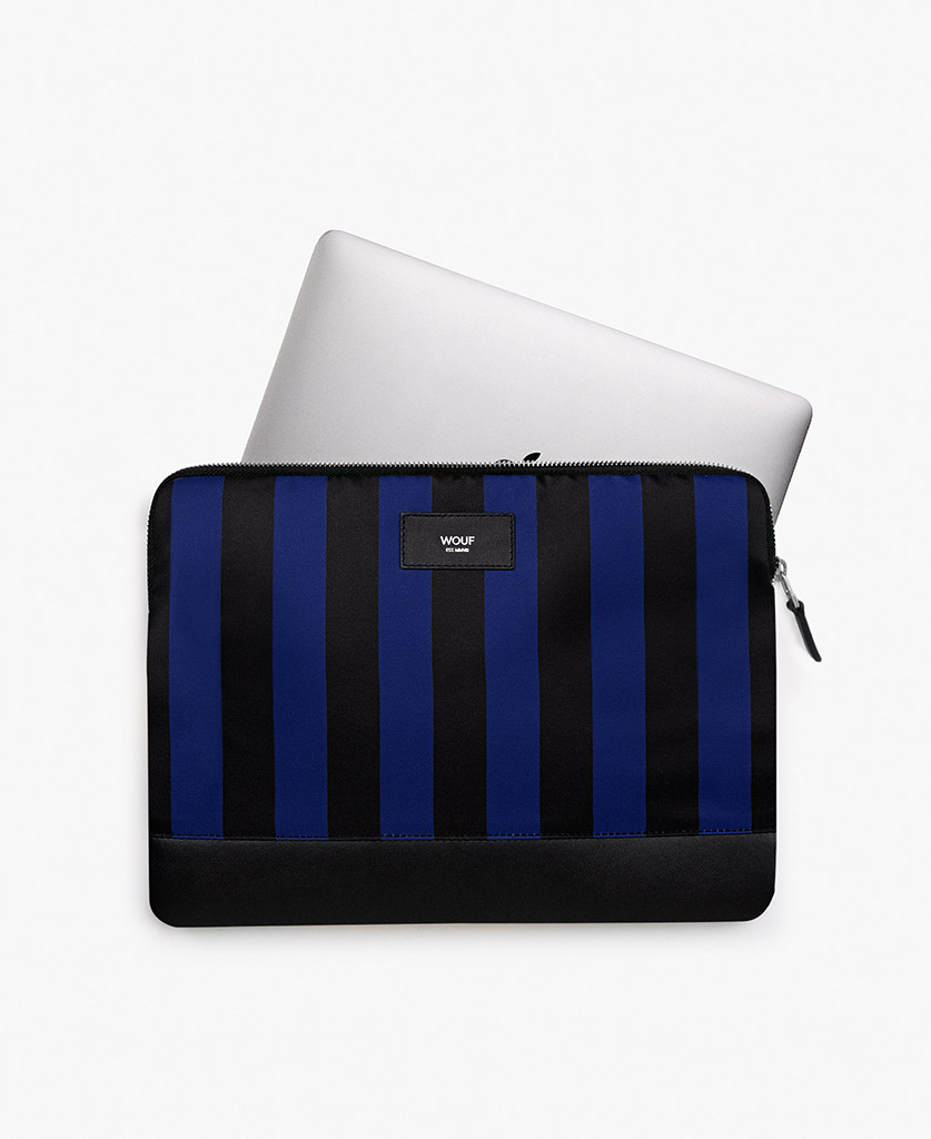 man's laptop case