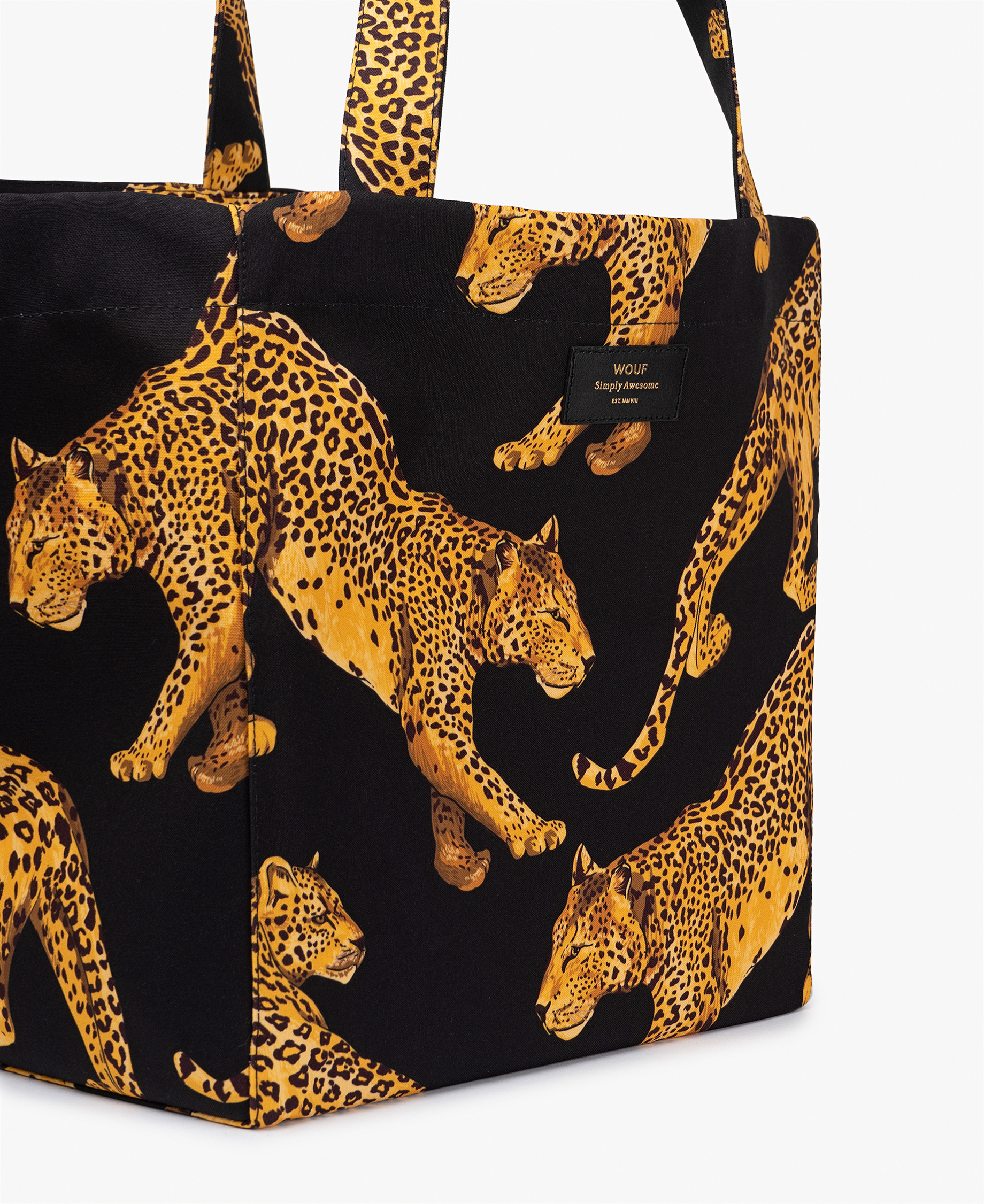 woman tote bag in black with leopards